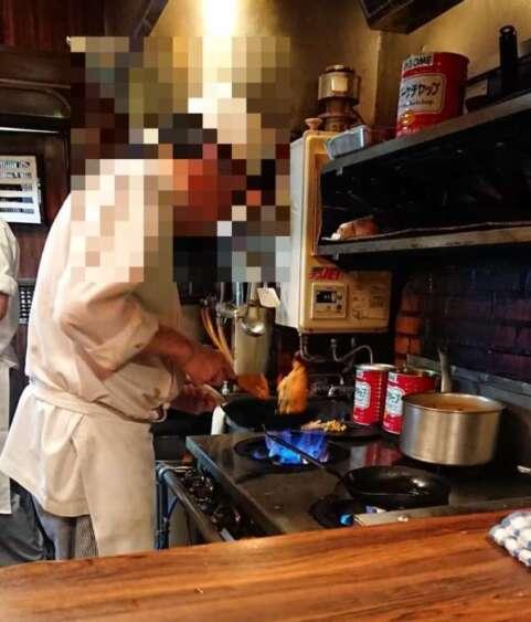 キッチンチェックの調理光景