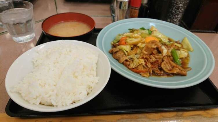 ランチハウスミトヤの野菜と肉のタレ焼き定食