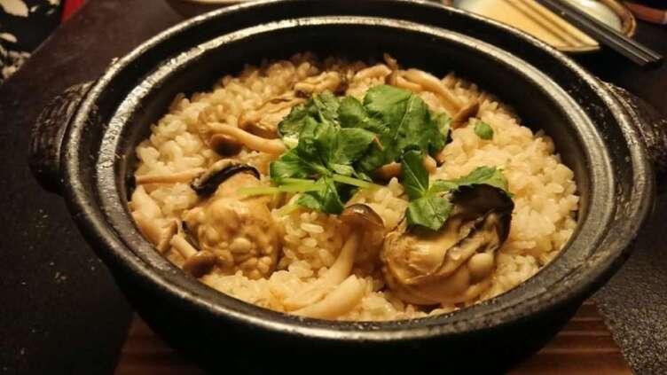 牡蠣と日本酒 四喜の牡蠣土鍋飯