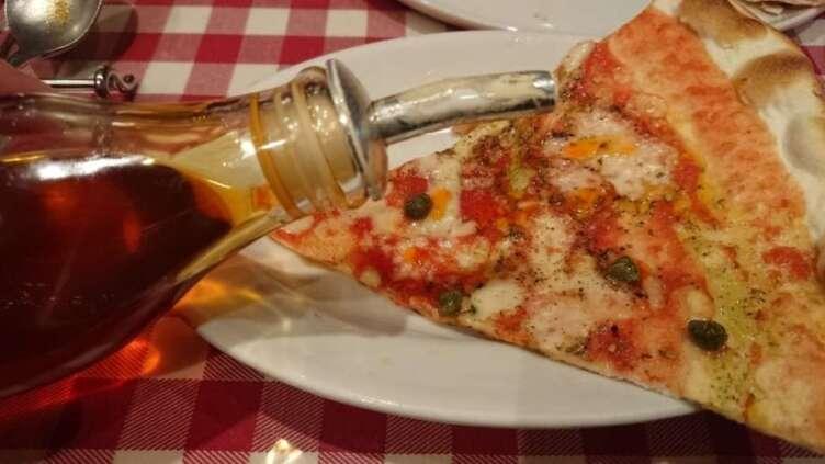 ピザにかけるピカンテ