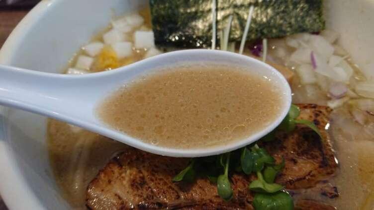 濃厚ホタテそばのスープ