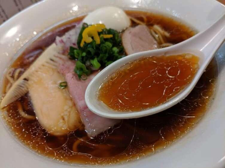 鴨だし醤油ラーメンのスープ