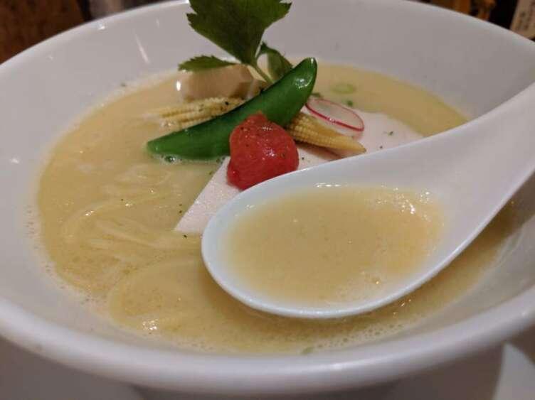 鶏白湯そばのスープ