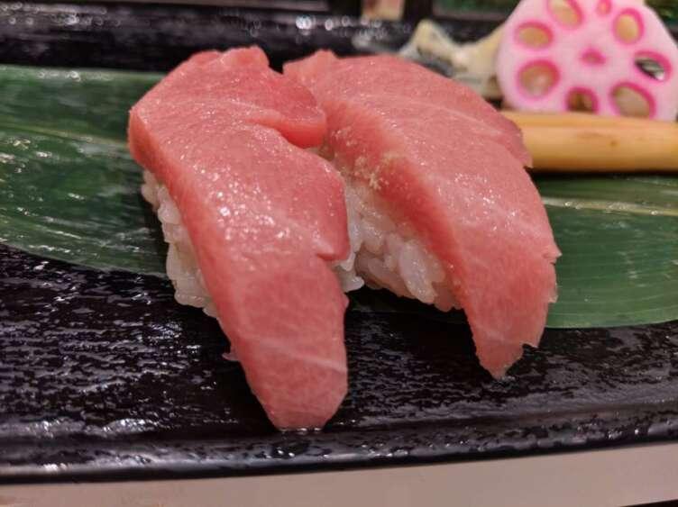 マグロの中とろ寿司