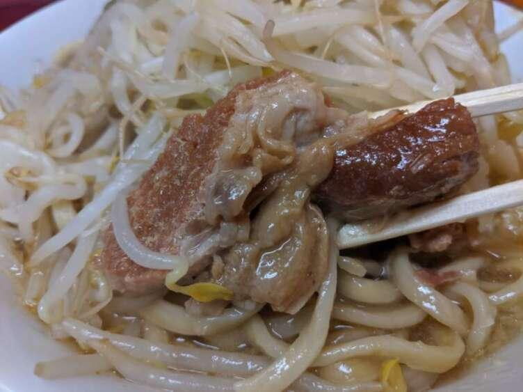 ラーメン二郎の豚肉