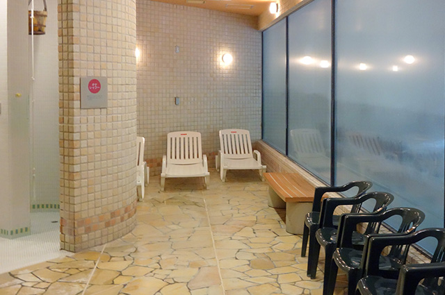 庭の湯の休憩スペース