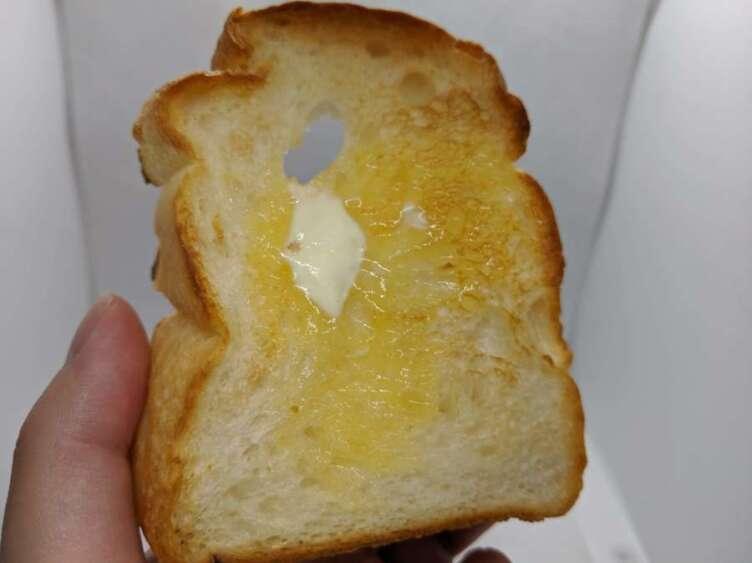 オーブンで焼き上げたワンハンドレッド食パン