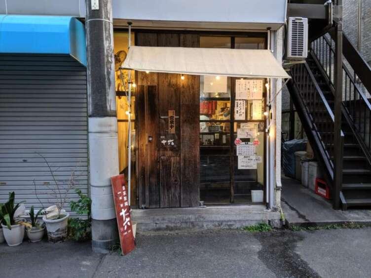 麺舗 十六の外観