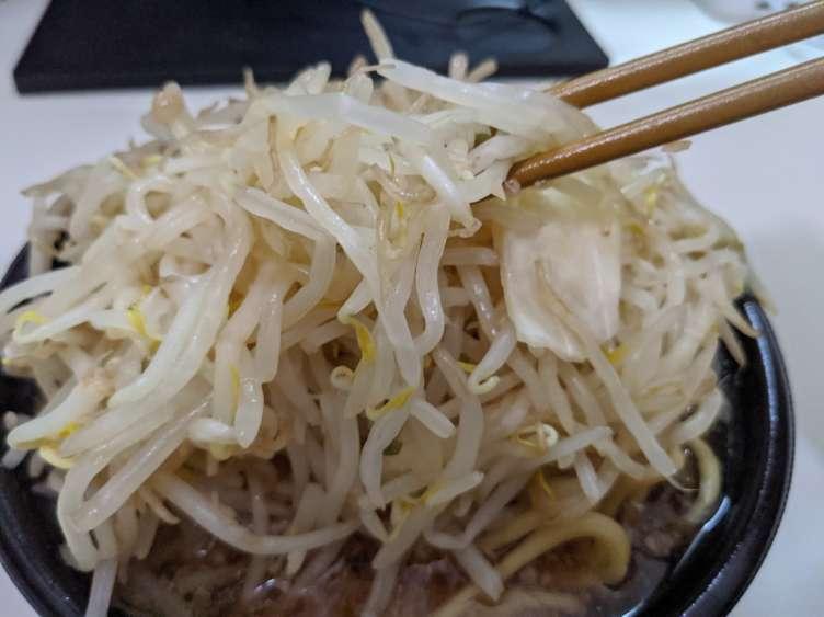 宅二郎の野菜を食べるところ